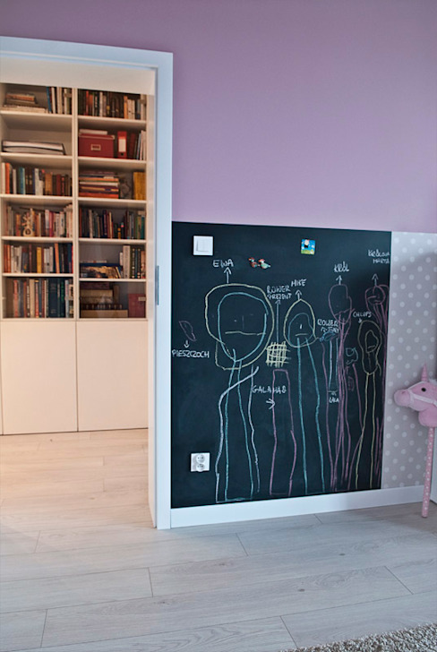 Chambre d'enfant moderne par Projektowanie Wnętrz Agnieszka Noworzyń Moderne