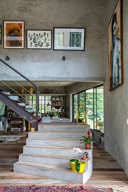 Pasillos, vestíbulos y escaleras modernos de Carlos Salles Arquitetura e Interiores Moderno