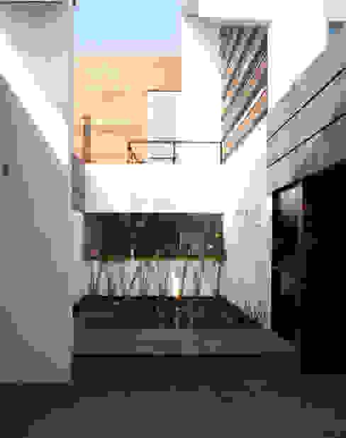Modern houses by Arquimia Arquitectos Modern