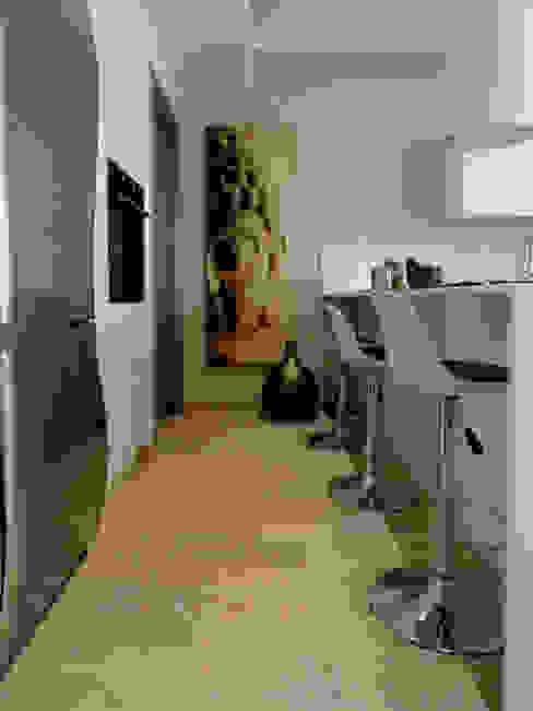 Cucina a vista The Creative Apartment CucinaPiani di lavoro Legno Bianco