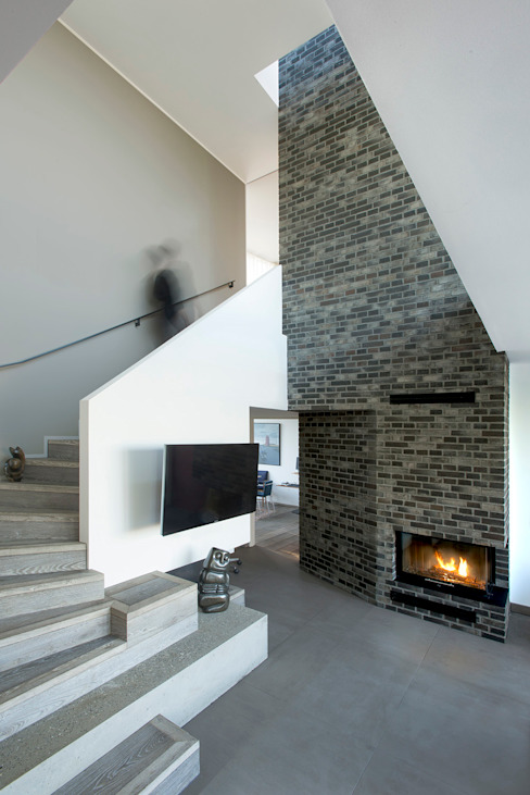 Villa U Scandinavian style living room by C.F. Møller Architects Scandinavian Bricks
