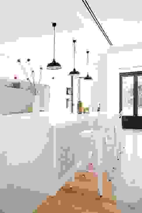 Apartments Cocinas de estilo moderno de EU LISBOA Moderno