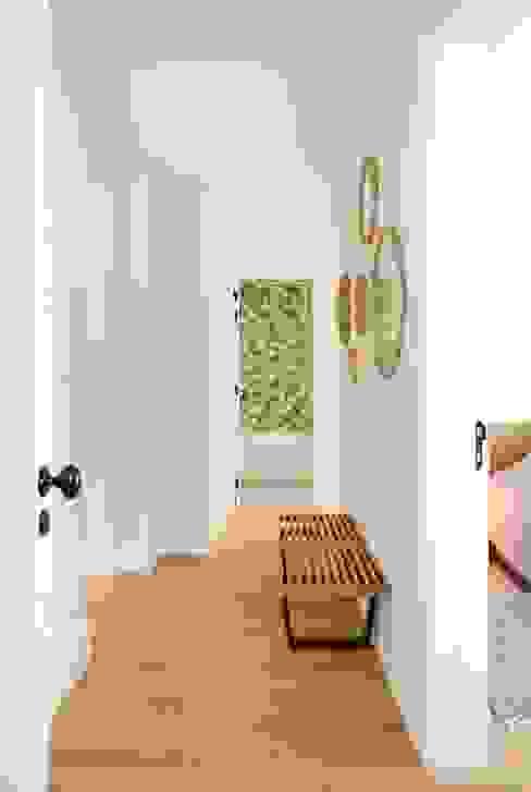 T3 Lisbon Luxury Apartment: Corredores e halls de entrada  por EU LISBOA,Moderno