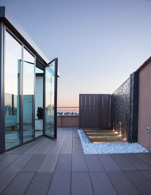 Minimalistischer Balkon, Veranda & Terrasse von Archidromo - Circuito di Architettura - Minimalistisch Glas