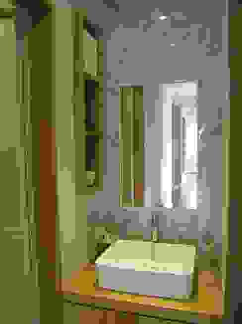 Bathroom by 루트 주택