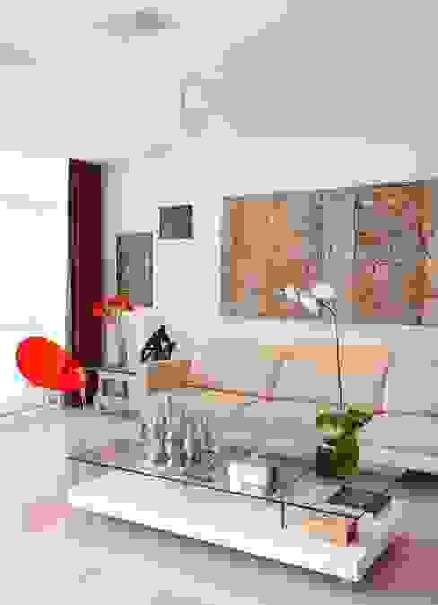 من Carlos Salles Arquitetura e Interiores حداثي