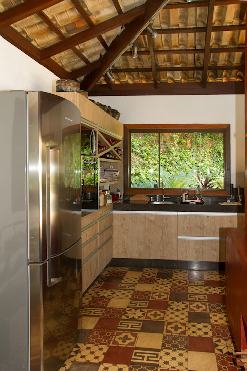 Country style kitchen by CAMILA FERREIRA ARQUITETURA E INTERIORES Country