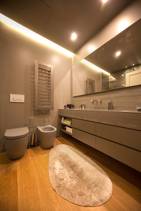 Baños de estilo moderno de studiodonizelli Moderno Mármol