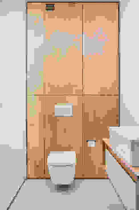 KOSZUTKA Minimalistyczna łazienka od Joanna Kubieniec Minimalistyczny