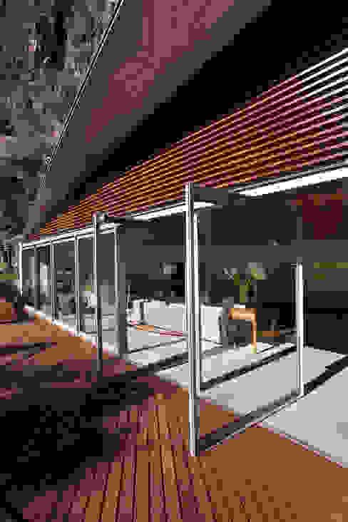 Terrazas de estilo  por Serrano Monjaraz Arquitectos,
