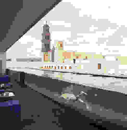 Piscinas de estilo moderno de Serrano Monjaraz Arquitectos Moderno