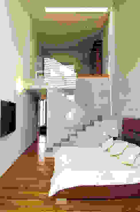 Salas de estilo moderno de Serrano Monjaraz Arquitectos Moderno