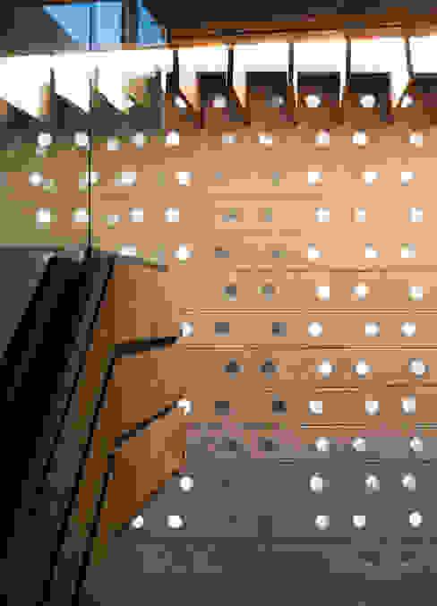 Serrano Monjaraz Arquitectos Paredes y pisos de estilo moderno