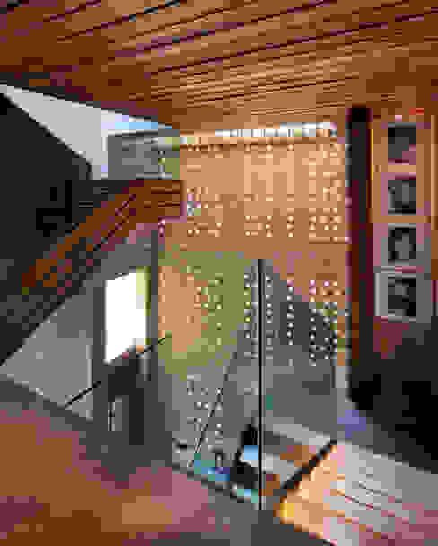 Modern Corridor, Hallway and Staircase by Serrano Monjaraz Arquitectos Modern