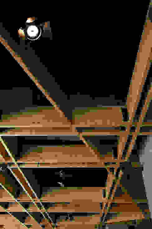 Modern Walls and Floors by Serrano Monjaraz Arquitectos Modern