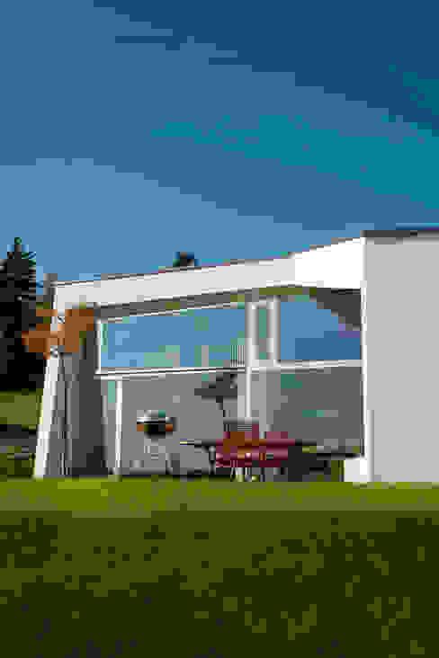 Дома в стиле минимализм от LOVE architecture and urbanism Минимализм