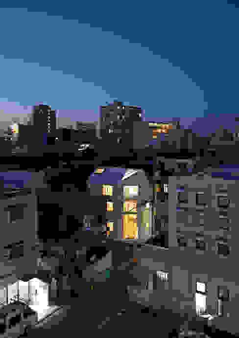 Casas modernas por アトリエハコ建築設計事務所/atelier HAKO architects Moderno