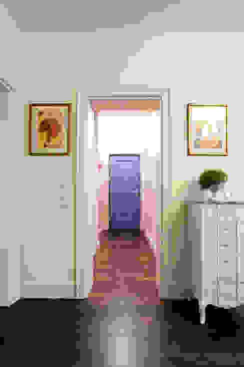 Classic corridor, hallway & stairs by Gzowska&Ossowska Pracownie Architektury Wnętrz Classic