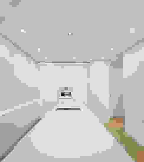 Minimalist kitchen by Ana Maria Timóteo _ arquitecta Minimalist