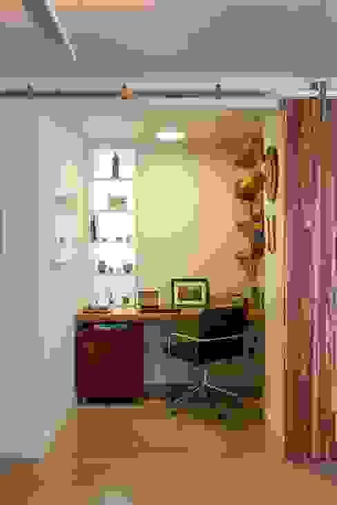 Apartamento do Amigo Calculista Escritórios modernos por Nautilo Arquitetura & Gerenciamento Moderno Madeira Efeito de madeira