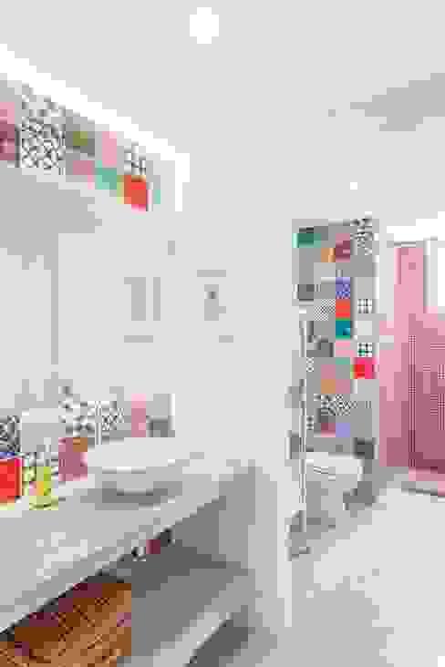 Bagno moderno di Nautilo Arquitetura & Gerenciamento Moderno Cemento