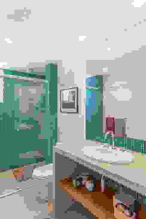Apartamento do Amigo Calculista Nautilo Arquitetura & Gerenciamento Banheiros modernos Concreto