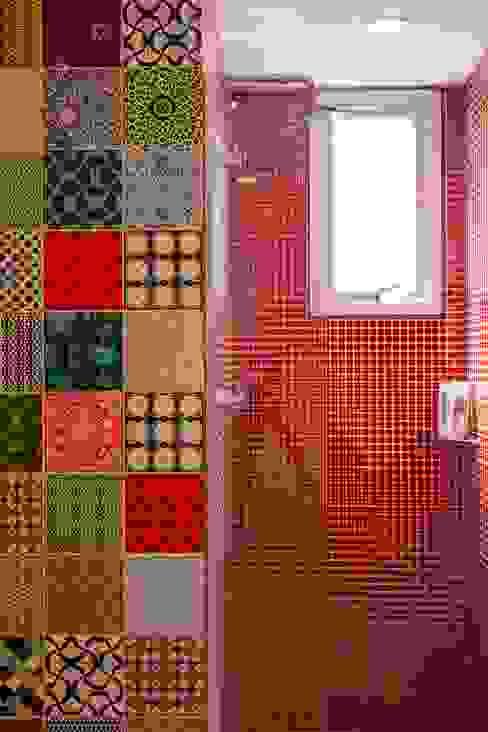 Apartamento do Amigo Calculista Banheiros modernos por Nautilo Arquitetura & Gerenciamento Moderno Azulejo