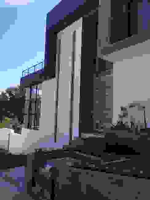 BOSQUES DE BUGAMBILIAS Casas modernas de Arki3d Moderno