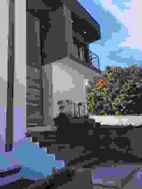 BOSQUES DE BUGAMBILIAS: Casas de estilo  por Arki3d, Moderno