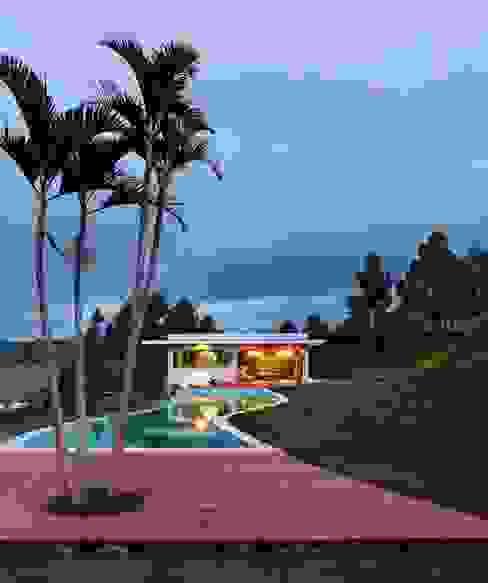 Casa Minas Gerais Piscinas modernas por Carlos Salles Arquitetura e Interiores Moderno