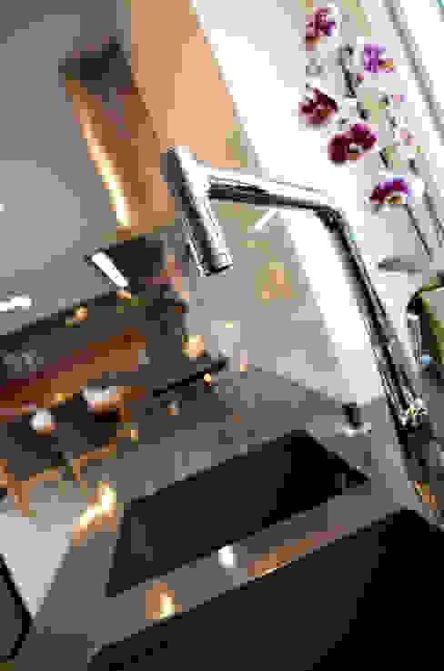 Kuchnia - wnętrze minimalistyczne Pracownia A Minimalistyczna kuchnia od Pracownia A Minimalistyczny Kwarc