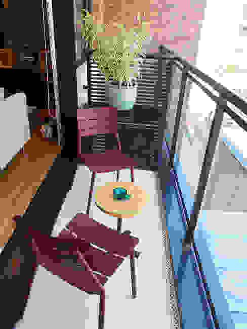 Modern balcony, veranda & terrace by LUB Arquitetura - Luiza Bassani Modern