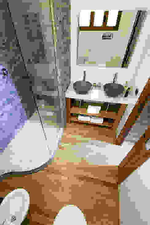 Baños de estilo moderno de Salvo Lombardo Architetto Moderno
