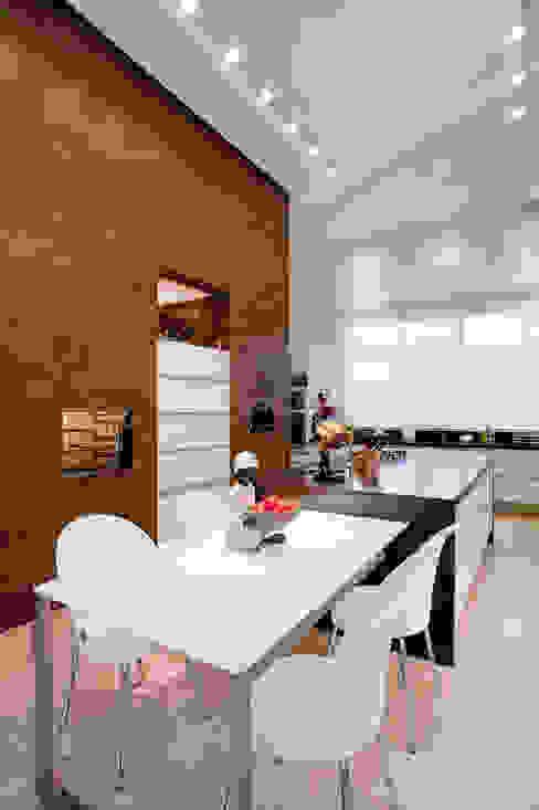 Comedores de estilo moderno de Maria Helena Caetano _ Arquitetura e Interiores Moderno