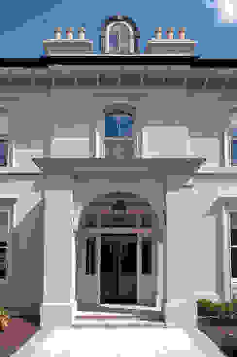 Projekty,  Domy zaprojektowane przez Des Ewing Residential Architects, Klasyczny