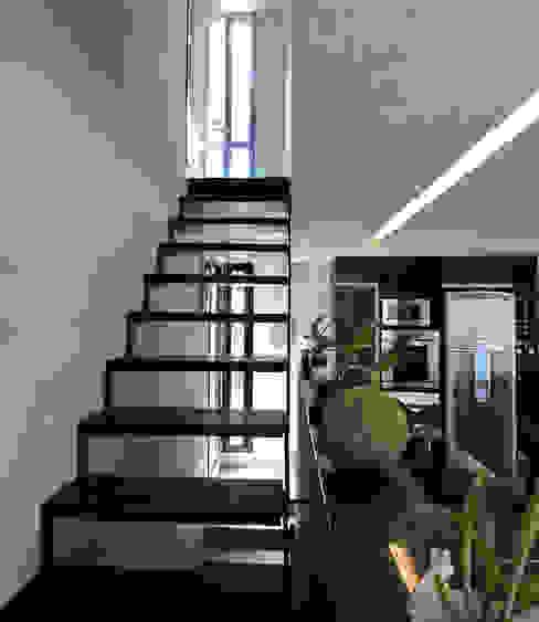 jose m zamora ARQ Minimalist corridor, hallway & stairs Iron/Steel