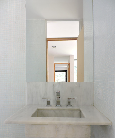 Baño revestido con venecitas. Baños de estilo minimalista de jose m zamora ARQ Minimalista Mármol