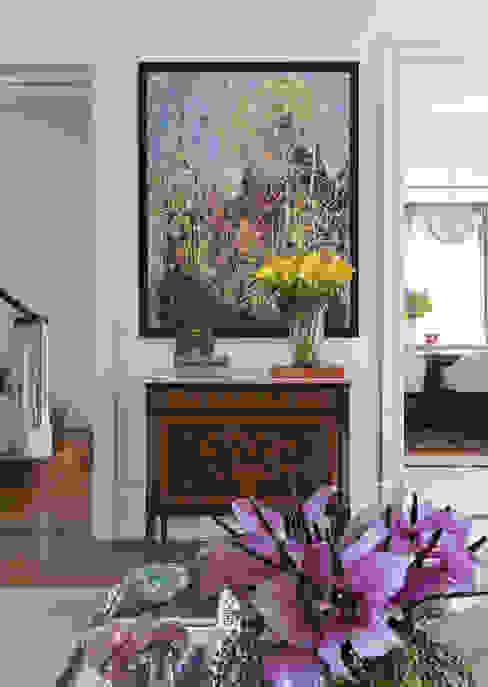 Wohnzimmer von DIEGO REVOLLO ARQUITETURA S/S LTDA.
