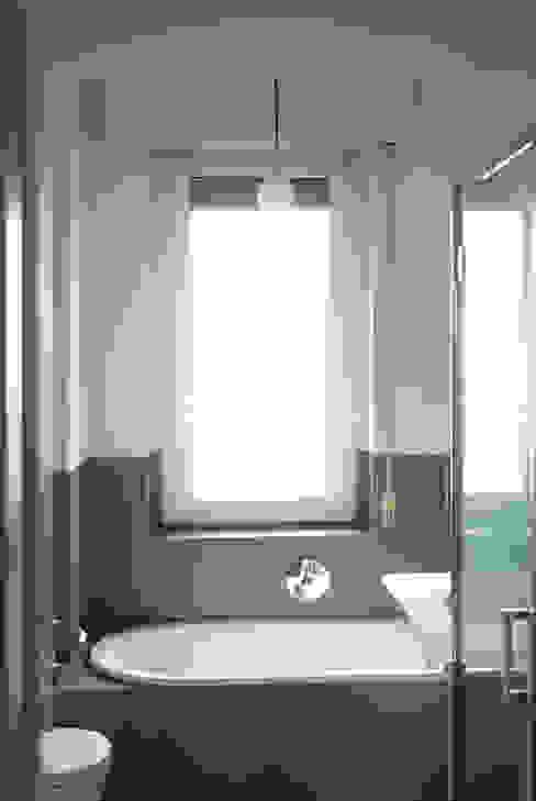 Bagno Bagno minimalista di Atelier delle Verdure Minimalista
