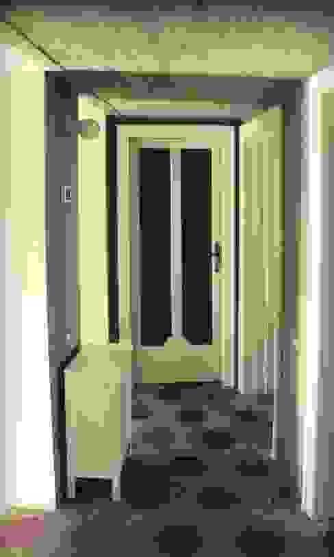 Corridoio Atelier delle Verdure Ingresso, Corridoio & Scale in stile eclettico