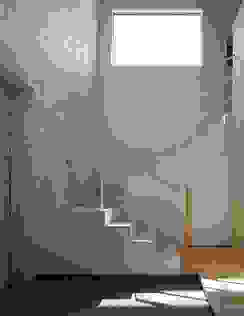 宮の沢の家 モダンスタイルの 玄関&廊下&階段 の 富谷洋介建築設計 モダン