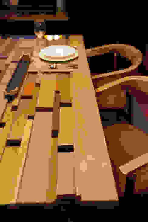 木とガラスのダイニングテーブル モダンデザインの ダイニング の MOCTAVE モダン 木 木目調