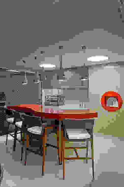 بلكونة أو شرفة تنفيذ Designer de Interiores e Paisagista Iara Kílaris, حداثي