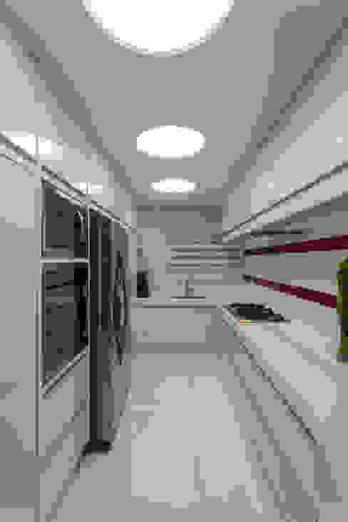 من Designer de Interiores e Paisagista Iara Kílaris حداثي رخام