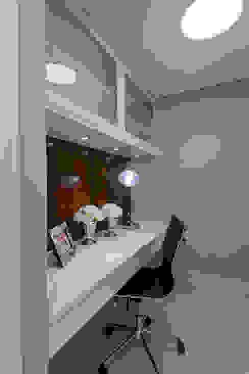 مكتب عمل أو دراسة تنفيذ Designer de Interiores e Paisagista Iara Kílaris, حداثي خشب Wood effect