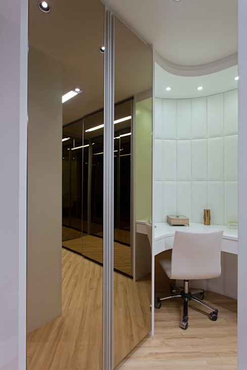 غرفة الملابس تنفيذ Designer de Interiores e Paisagista Iara Kílaris, حداثي