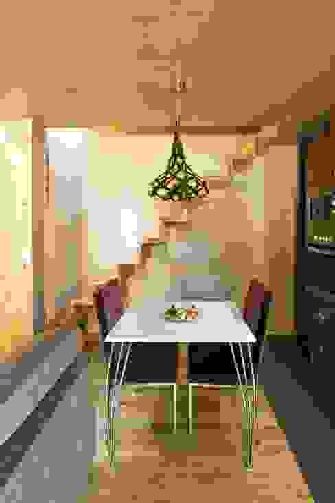 Kiko House: Salas de jantar  por RH Casas de Campo Design,Moderno