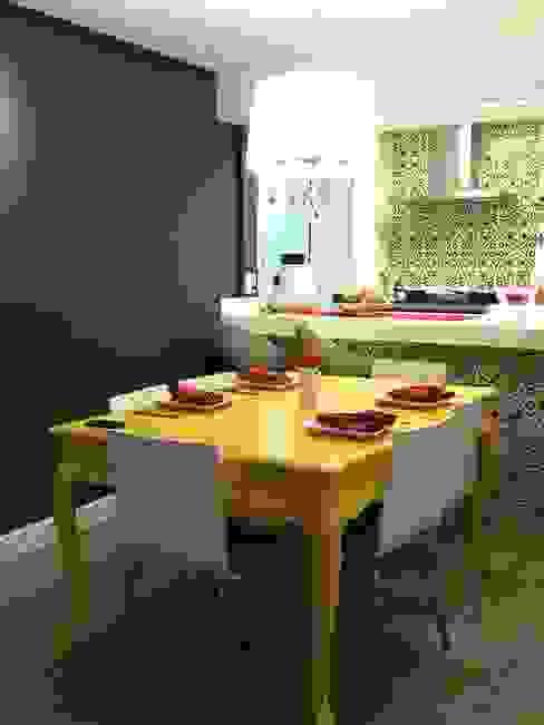 Apartamento Mooca: Salas de jantar  por Politi Matteo Arquitetura