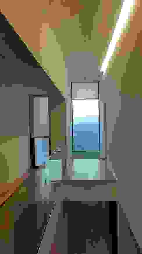 Hugo Pereira Arquitetos Pasillos, vestíbulos y escaleras de estilo minimalista