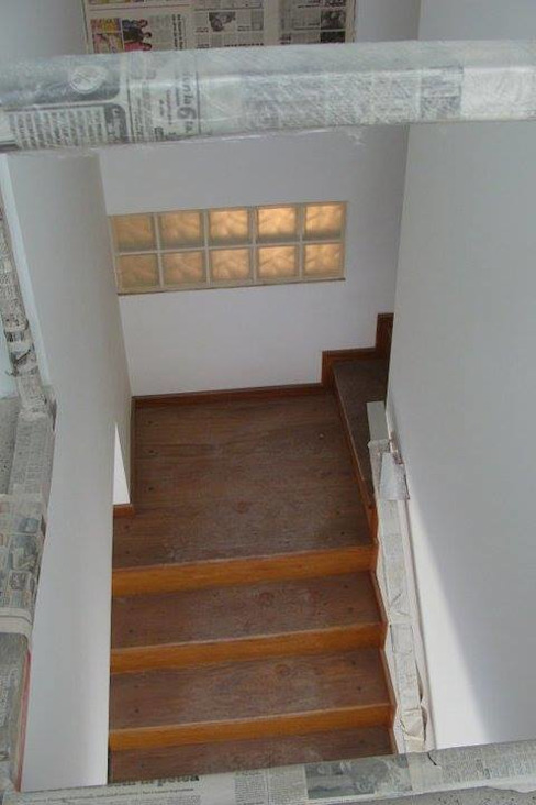 Pasillos, vestíbulos y escaleras modernos de Prece Arquitectura Moderno